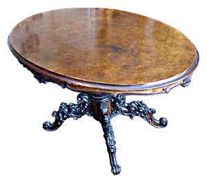Tisch mit Wurzelholz-Platte