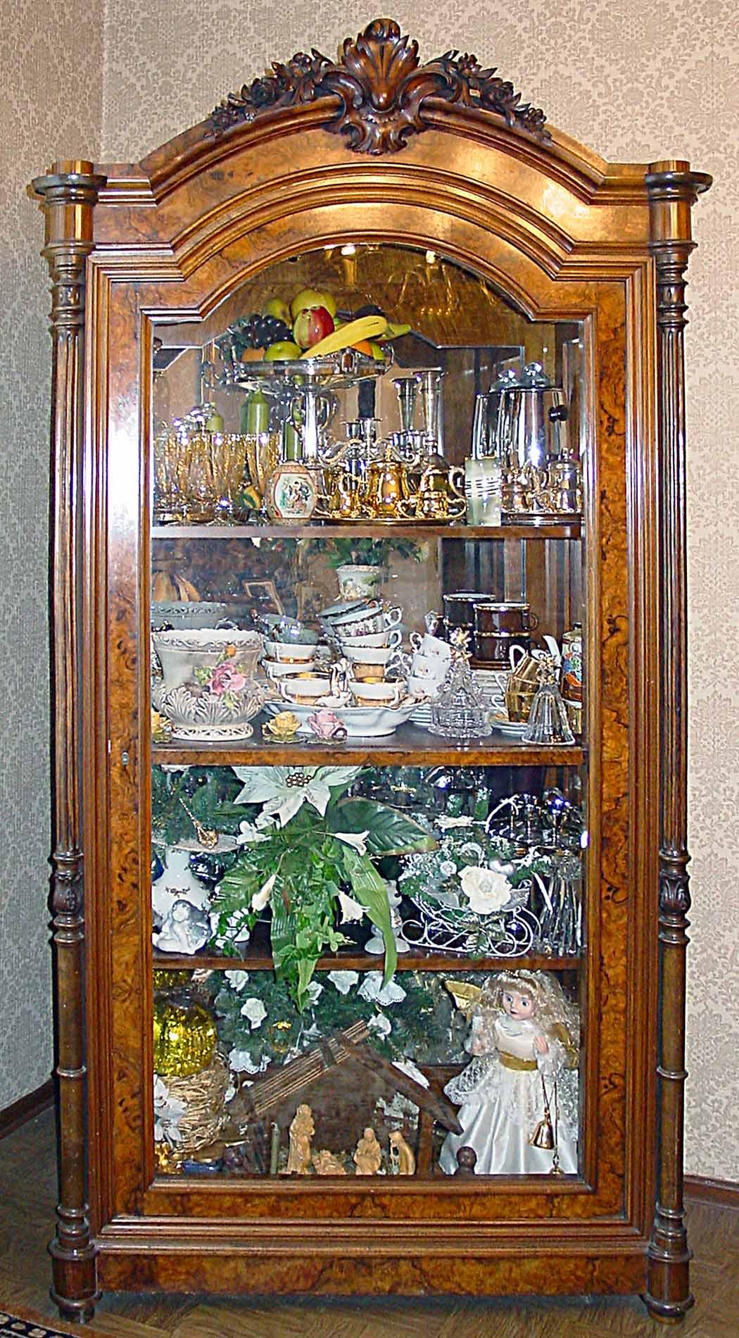 theodor eichberger 1835 1917 bildhauer wurzelholz vitrine. Black Bedroom Furniture Sets. Home Design Ideas