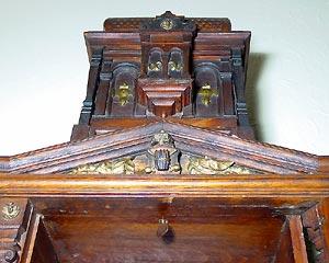 Der Turmaufbau mit der Entriegelung für die Schublade