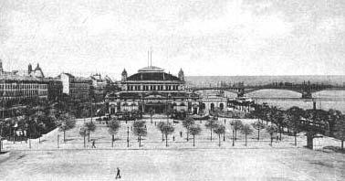 Die Mainzer Stadthalle mit dem Halleplatz auf einer alten Postkarte
